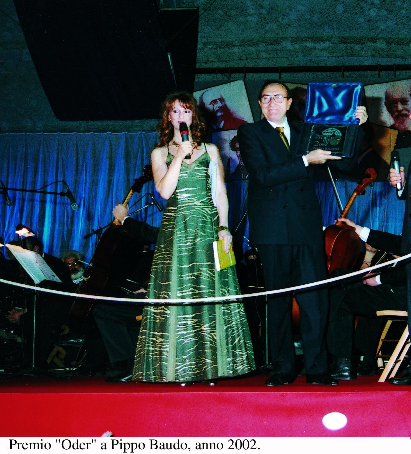 Anno 2002 - Oderzo Palateatro Premio Oder a Pippo Baudo