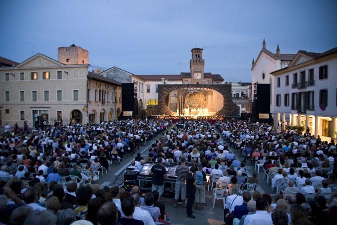 Oderzo Piazza Grande - Opera in Piazza. Prezzo biglietti platea €40 e 35, gradinata € 35 e 22