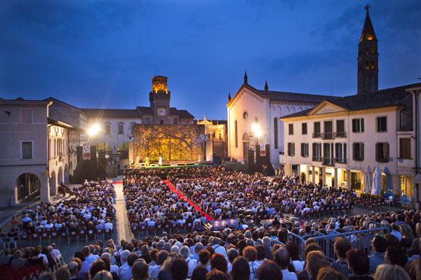 Oderzo : il pubblico in Piazza Grande