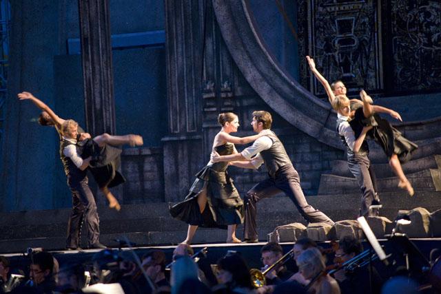 Oderzo-Piazza Grande -Scena del balletto di Carmen con Corpo di Ballo Teatro dell'Opera di Maribor