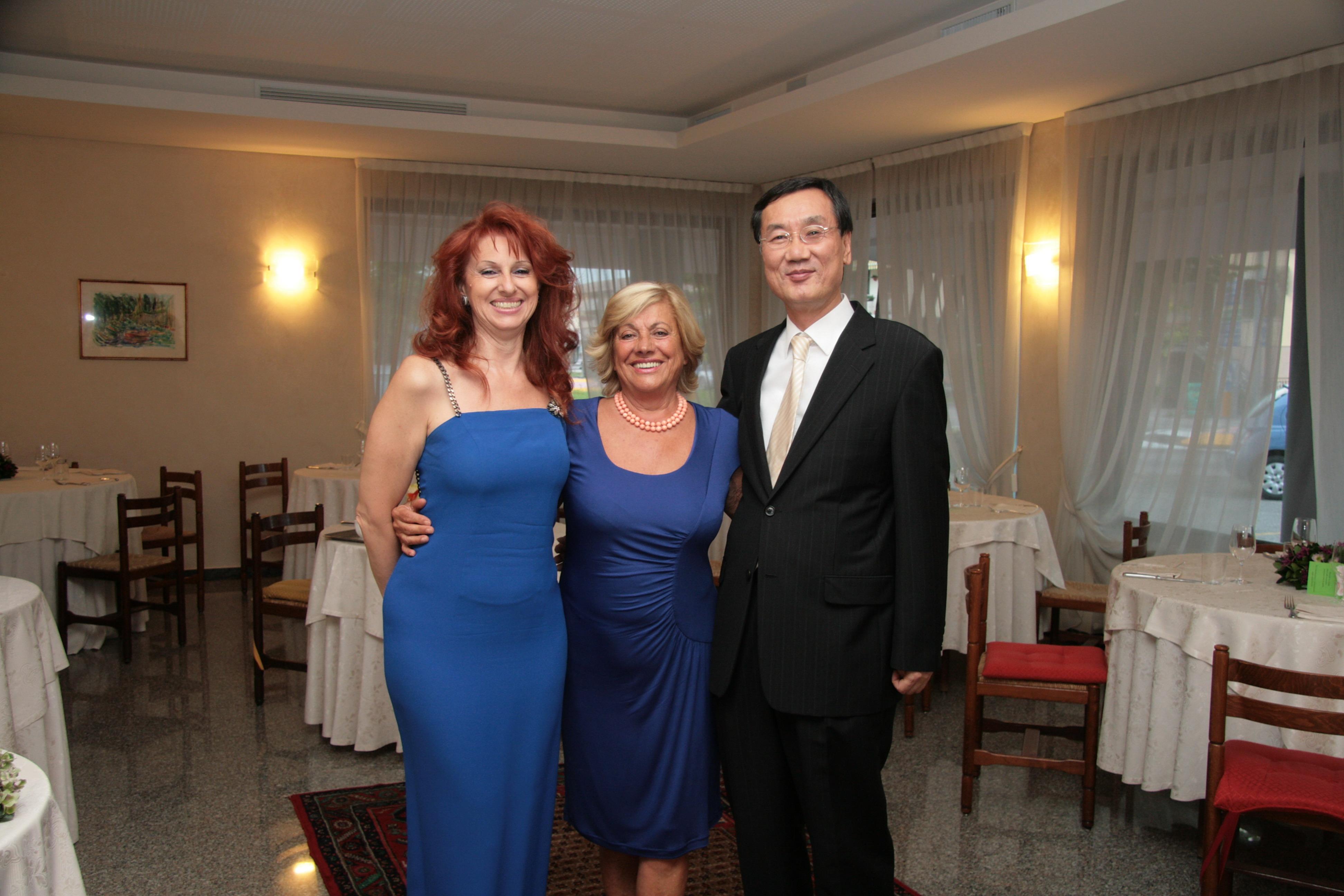 Maria Grazia Patella con gli ospiti Adua Veroni e il Console Generale della Corea del Sud, in occasione dell'Opera Rigoletto a Oderzo
