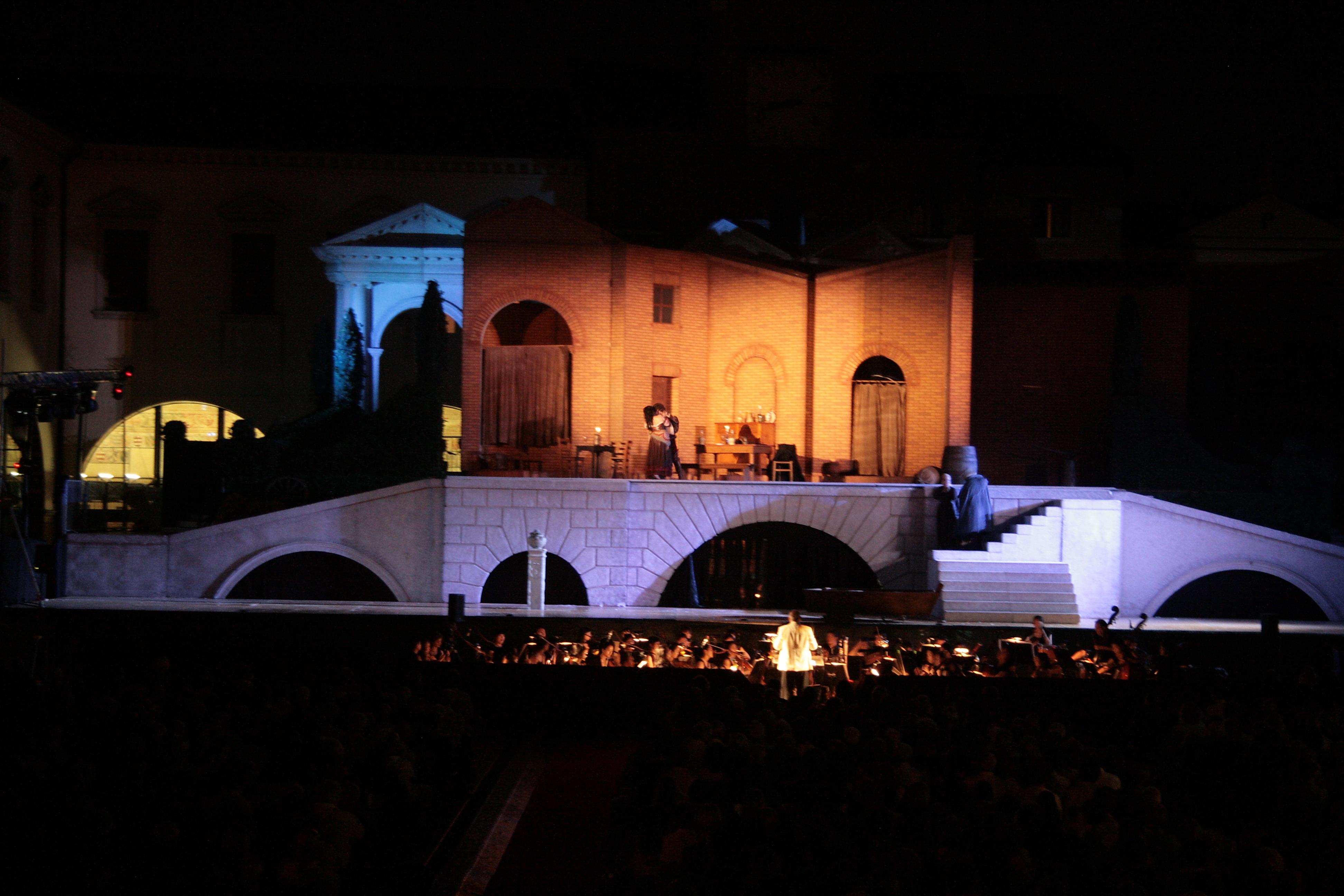 Scena del Rigoletto in Piazza Grande