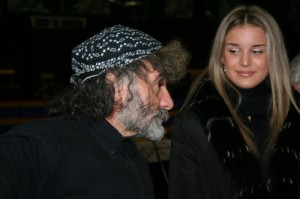 Mauro Corona scrittore e Elisa Silvestrin, valletta di Opera in Piazza