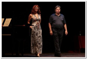 La Soprano Maria Grazia Patella e il Tenore  Miro Solman al Teatro di Volterrra si esibiscono durante la cerimonia per la consegna dei PREMI OMBRA DELLA SERA 2015