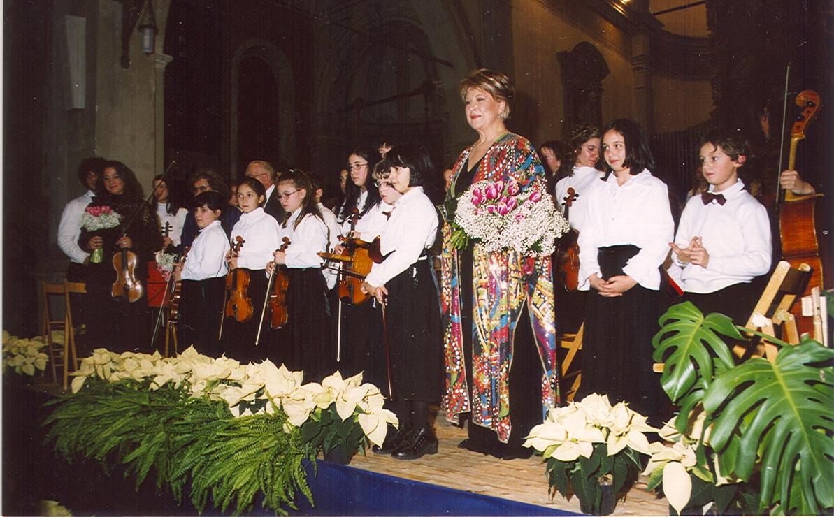"""Luciana Serra canta """"Note di Stelle"""" nel Duomo di Oderzo"""