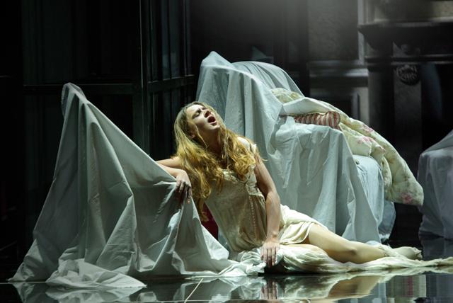 Scena della Traviata  in Piazza Grande di Oderzo -La soprano Lana Kos del Teatro dell'Opera di Maribor