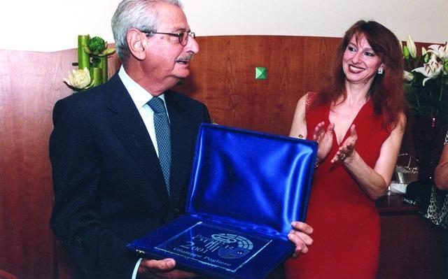 Giuseppe Pugliese noto critico musicale, riceve da Maria Grazia Patella, Presidente del Festival Opera in Piazza di Oderzo il Premio Oder alla Cultura  presso il noto ristorante Gellius di Oderzo